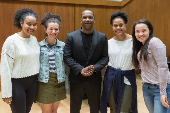 Leslie Odom Jr with Dartmouth Students
