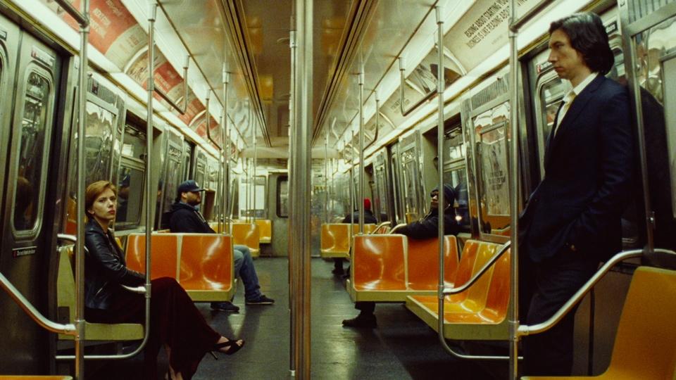 Adam Driver and Scarlett Johansson on subway car - Marriage Story - Hop Film