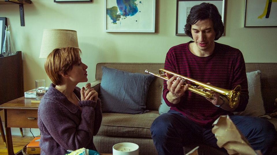 Adam Driver holding a trumpet - Marriage Story - Hop Film