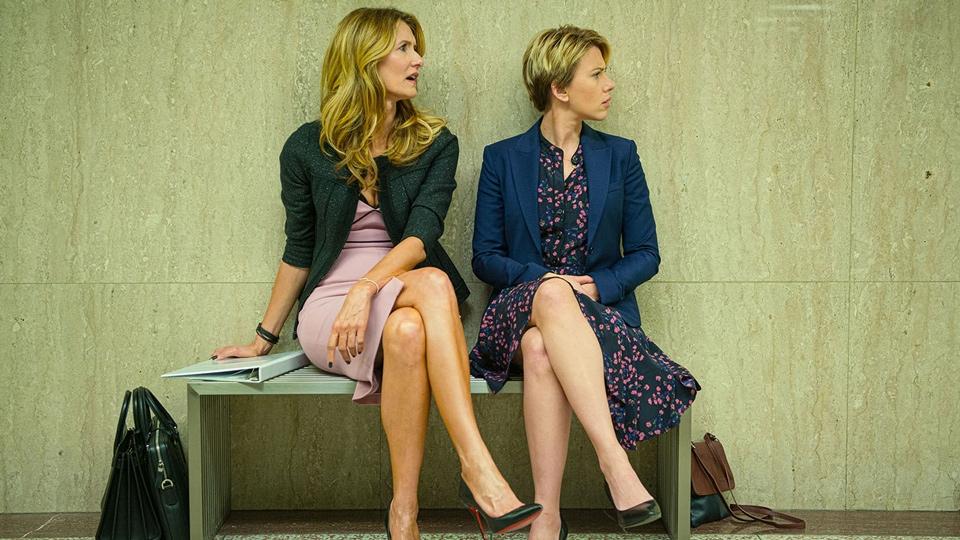 Laura Dern and Scarlett Johansson sitting on bench - Marriage Story - Hop Film
